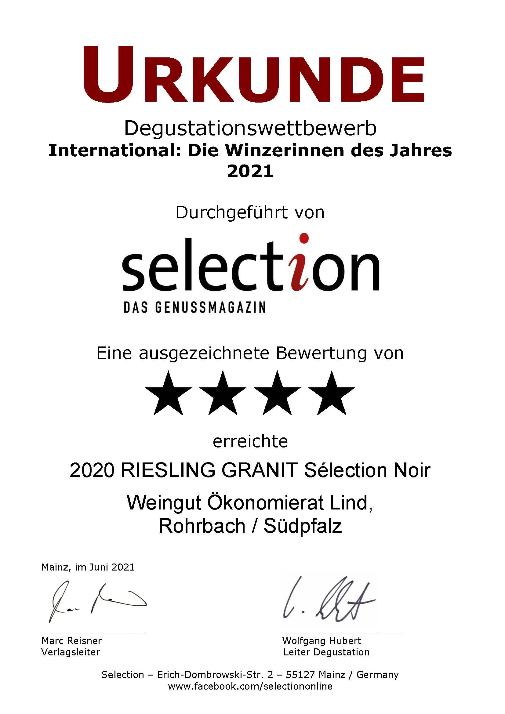 """4 Sterne beim internationalen Degustationswettbewerb """"International: Die Winzerinnen des Jahres 2021"""". Unser 2020 RIESLING GRANIT Sélection Noir wurde von der Weinfachzeitschrift Selection mit einer Goldmedaille ausgezeichnet."""